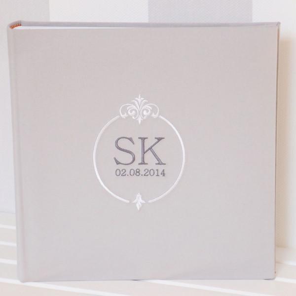 Gästebuch zur Hochzeit hellgrau mit Ornament Vorschau