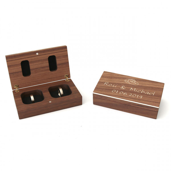 Ringbox aus Holz Nussbaum mit Gravur in Gesamtansicht