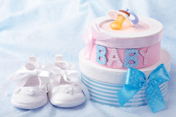 Baby-Windeltorte-Babyschuhe-Babyblau