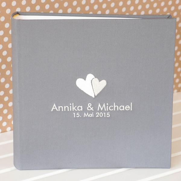 Gästebuch zur Hochzeit grau mit Herzen Vorschau